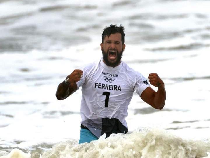 Surfista Italo Ferreira conquista primeiro ouro do Brasil nas Olimpíadas de Tóquio