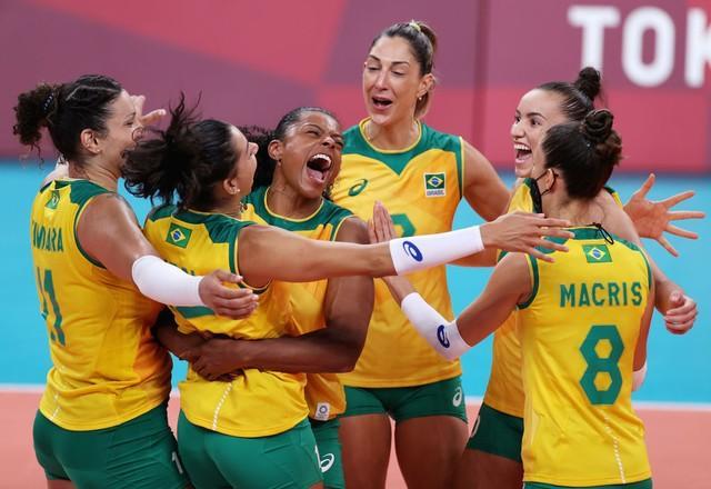 Brasil sobrevive à batalha e vence a República Dominicana no vôlei feminino