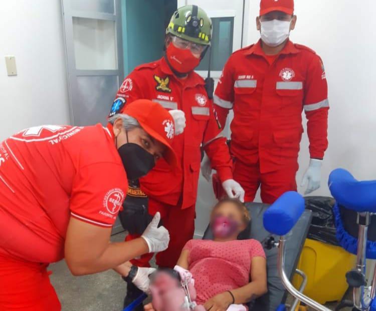 Mulher tem parto realizado por equipe de resgate em ambulância e emociona em Parintins