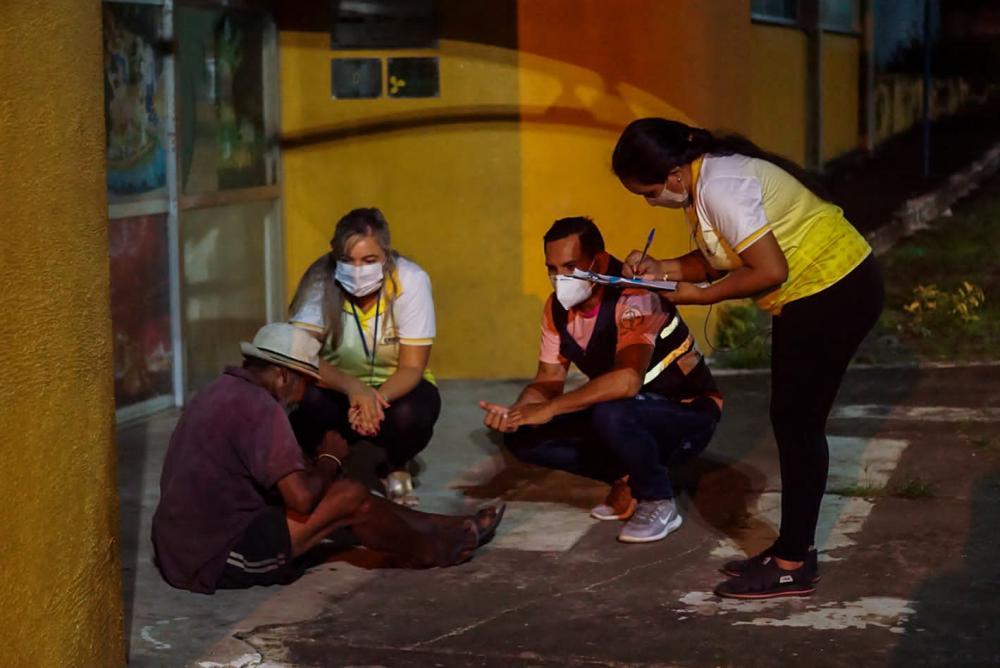 Pessoas em situação de rua são vacinadas contra a Covid-19 em Parintins