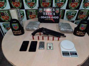 Força Tática detém cinco e apreende adolescente, armas de fogo e drogas, em Manaus